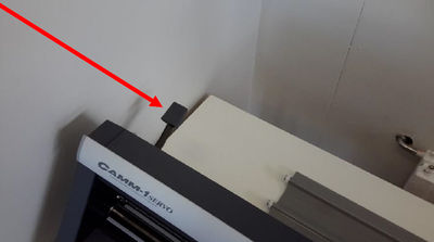 14 how-to-set-up-the-vinyl-cutter.jpg